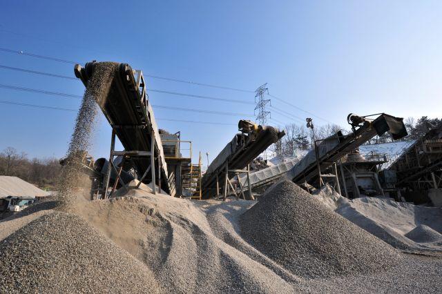 Kruszywa budowlane do budowy dróg i inwestycji deweloperskich, szeroki wybór granulacji kruszyw i gruzu - sprawdź kopalnię kruszywa i żwiru Sur Pol Rzgów
